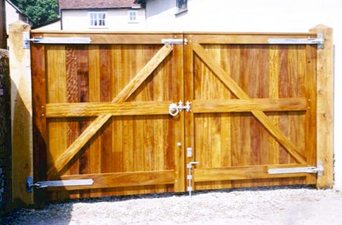Build Large Wooden Fence Gate